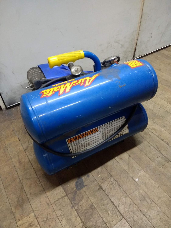 Air Mate AM700 Series 4 Gallon Portable Air Compressor Image